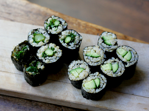 Asparagus-kale-and-cucumber-sushi-rolls-2_large