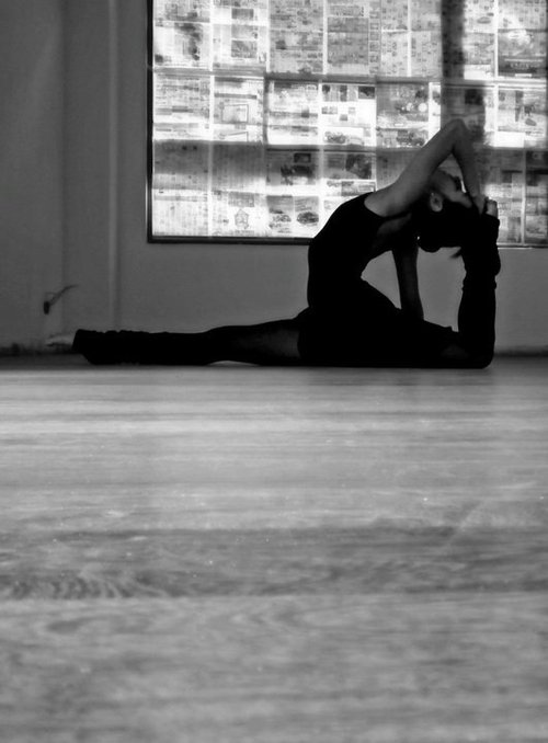 Ballet-black-and-white-dance-photography-sexy-favim.com-437761_large