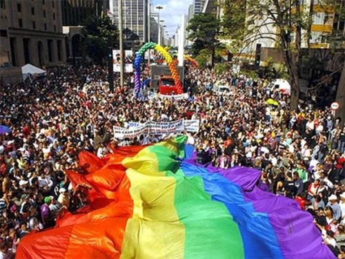 Parada-gays-2012-520x390_large