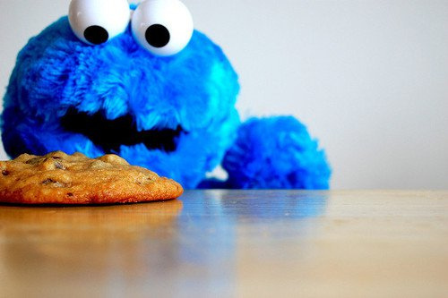 Monstruo come galletas y elmo - Imágenes Mil on we heart it ...