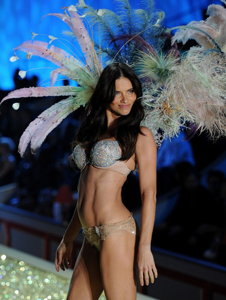 Adriana_lima_2010_victoria_secret_fashion_stjzbmmarpll_large