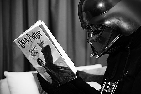 Darth-vader-reading-harry-potter_large