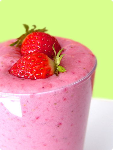 Food-shake-smoothie-strawberry-favim.com-440881_large