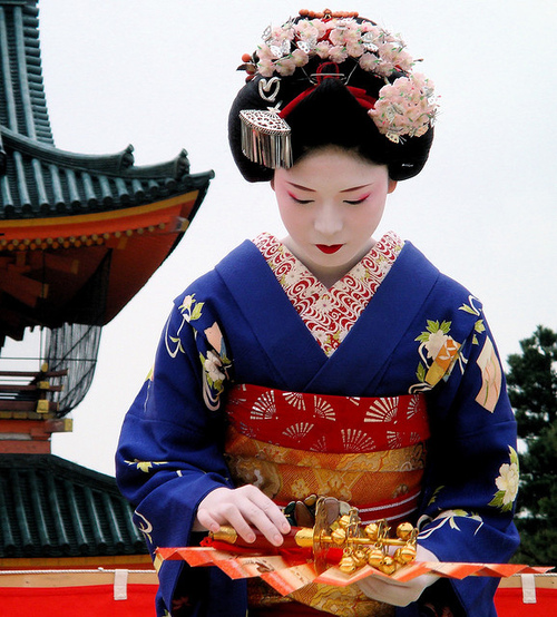 japanese / fan / dance / travel / woman / shrine : maiko (apprentice geisha) kyoto, japan | Flickr - Photo Sharing!