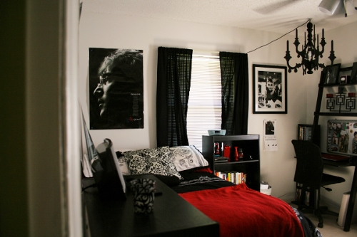 ourbedrooms: the view of both sides of my room from t