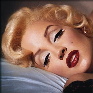 Google Image Result for http://elizamakeup.blog.com/files/2011/10/marilyn_1.jpg