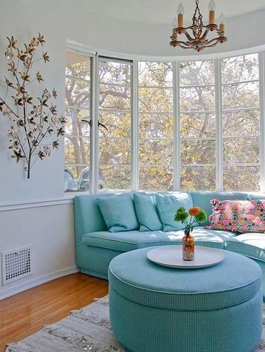 Interior_home_bright_color_living_room_sofa_turquoise-8459c3a32826b3ad6228be728fc6192e_h_large