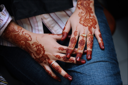 the perfect line: 18 Lovely Henna Designs for the Eastern Bride