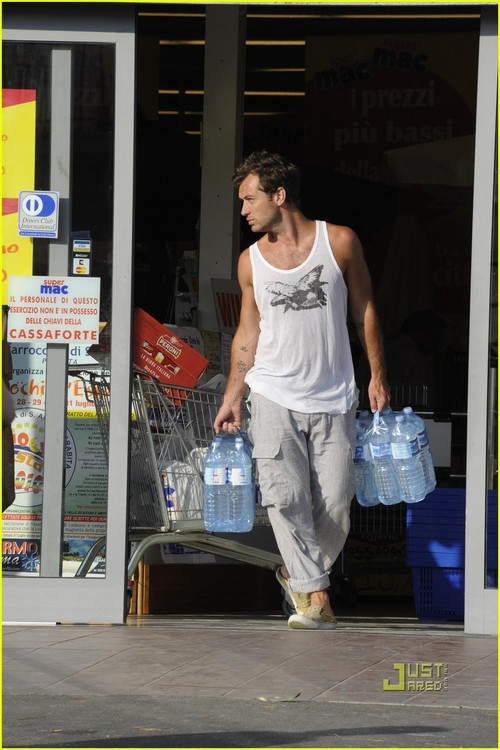 jude-law-sienna-miller-grocery-shopping-