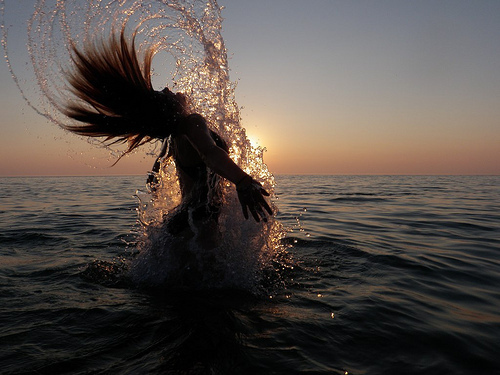 Beautiful-girl-hair-ocean-splash-favim.com-446803_large