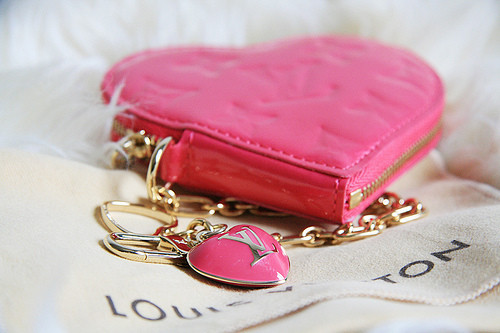 Heart_louisvitton_lv_pink_coin_purse_louis_vuitton-85004afbe9454b82fd6f1a3f10e20e2f_h_large