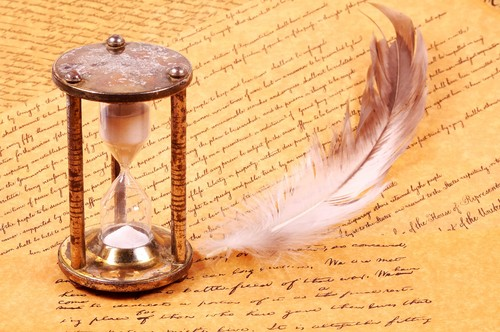 Paper_feathers_hourglass_writing_time_watches_clocks_desktop_2256x1500_hd-wallpaper-455131_large