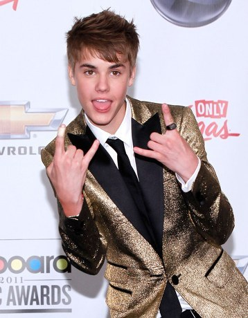 Justin-bieber-billboard-music-awards-2011_large