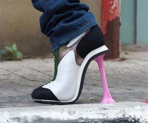 Stuck-chewing-gum-high-heels_large
