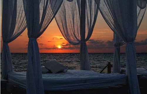 Romantic_bed_calm_dream_sunset_beautiful_bed-01c509d974ba37608791536b9c8aa089_h_large