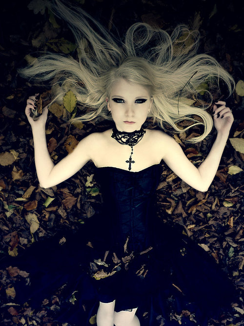 Gothic_princess_by_mias_photography-d4jqoab_large