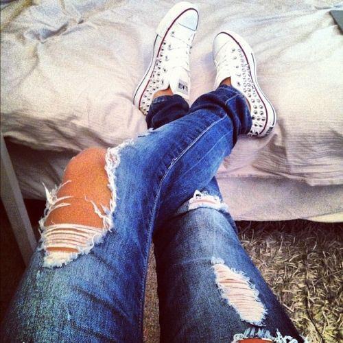 Фото девушек на аву рваные джинсы