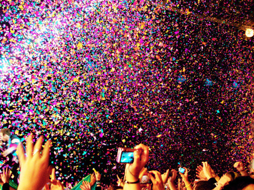 Colorful-confetti-hands-party-people-favim.com-449735_large