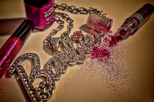 Barbie-girl-glitter-makeup-nail-varnish-favim.com-450519_large