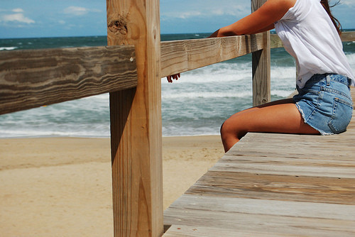 Beach_girl_legs_ocean_tumblr_boardwalk-30c95d624888e86ff3eab24201855b1a_h_large