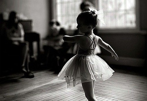 Ballerina-black-and-white-child-girl-favim.com-312617_large
