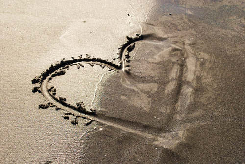 Beach-couple-heart-love-sand-favim.com-156181_large