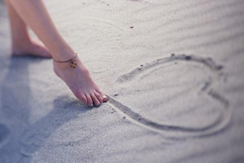 Beach-cute-foot-girl-heart-favim.com-453137_large