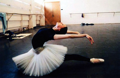 20071007_viffreviewballerina02_large
