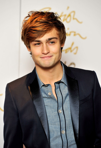 Douglas_booth_british_fashion_awards_arrivals_3abshljspxml_large