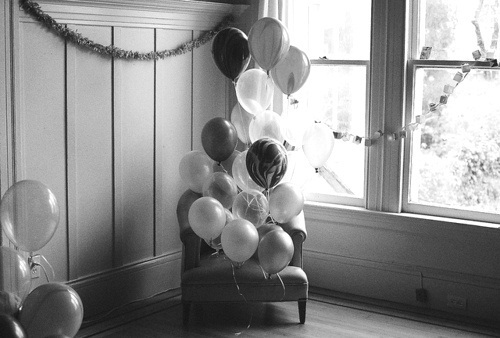 Balloons-black-and-white-fun-funny-photo-favim.com-453734_large