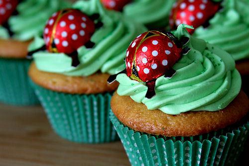 Strawberry-cheesecake-lucky-ladybug-cupcakes_large