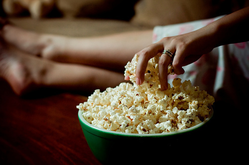 Girl-green-photo-pop-corn-favim.com-454080_large