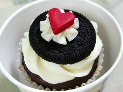 Cupcake-delicious-food-ice-cream-oreo-favim.com-454615_large