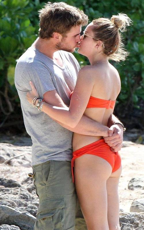 Miley_cyrus_bikini_figure13_lg_large