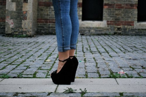 Jeans-legs-shoes-favim.com-455093_large