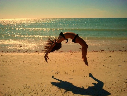 Beach-jump-summer-favim.com-455252_large