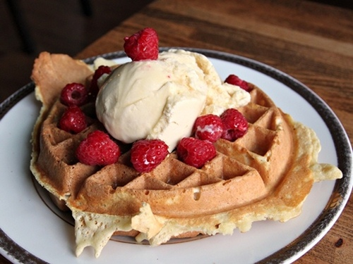 20120626-212277-lloydmartin-waffle514_large