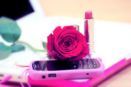Blackberry-girl-ipad-ipod-lipstick-favim.com-456157_large