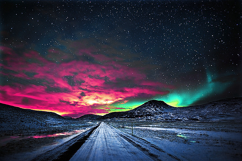 Northern-lights-cosmic-roadway-cute-fashion-favim.com-465722_large