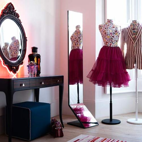 Maneq_housetohome-dressing-room1_large