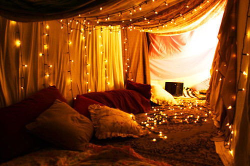 Holiday Lights In A Bedroom picture on VisualizeUs on we heart it / visual bookmark #21352983