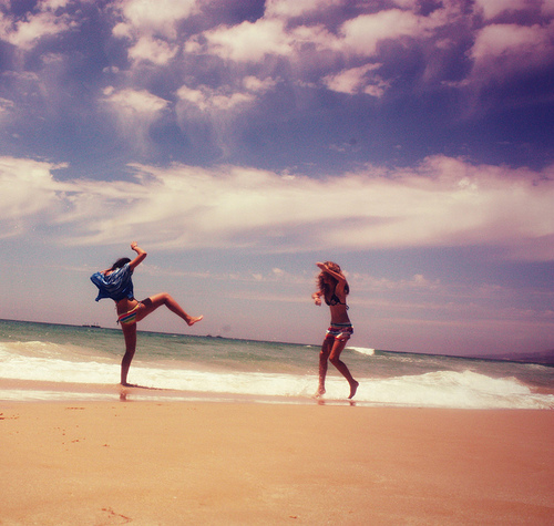 friends, beach, summer - inspiring picture on Favim.com