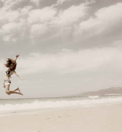Girl-crazy-beach-jump-favim.com-466597_large