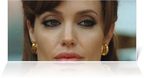 Angelina-jolie-as-cara-mason-in-the-tourist_large