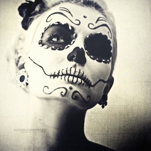 Girl-face-paint-paint-skull-white-and-black-favim.com-466948_large