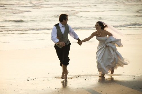 Bride-groom-beach-wedding_large