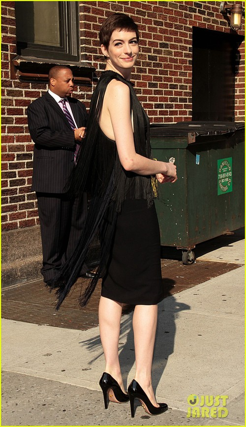 Anne-hathaway-late-show-with-david-letterman-appearance-03_large