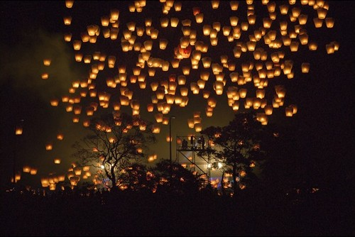 9b603_floating-lanterns-unique-sight07_large