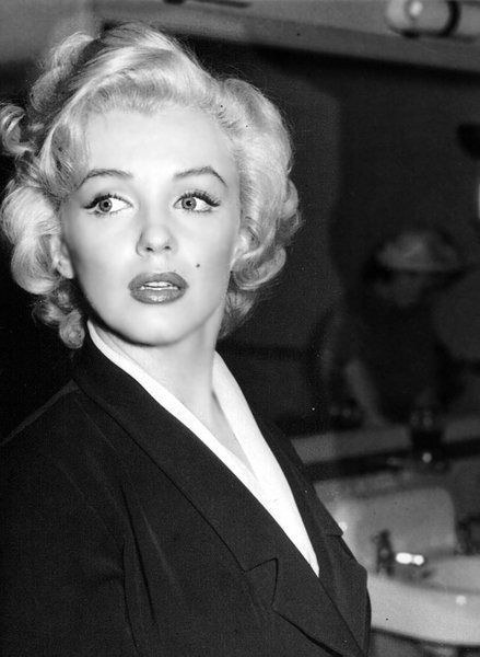 Iconic People / Marilyn – marilyn-monroe photo