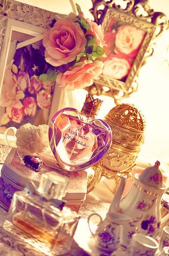 Vintage_eye_candy_girls_pretty_beautiful-b51b511e850d3626bde39a4b7459696c_h_large